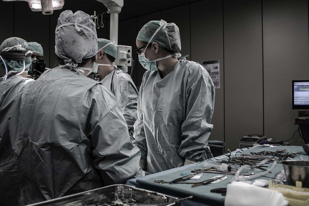 Surgical-Team_1024x683_72dpi